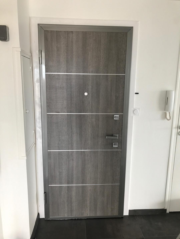 Installation d'une portes blindée pour une appartement à Crolles en Isère par Renov'isol