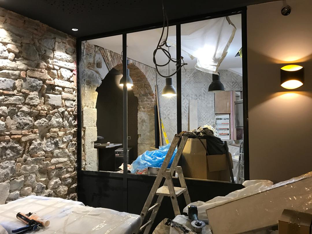 Installation d'une vérrière en métal sur meusure pour un appartement à Grenoble en Isère par Renov'isol