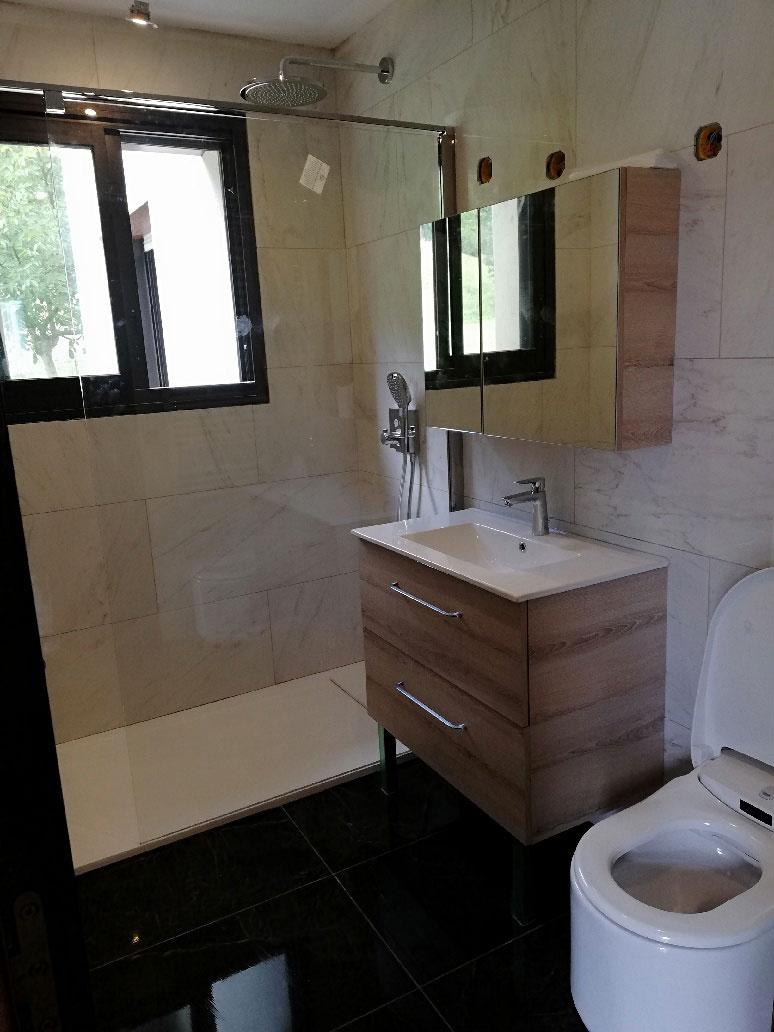 Rénovation d'une salle de bain pour un appartement à Crolles en Isère par Renov'isol