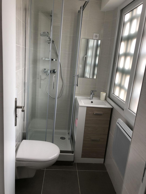 Installation finie d'une salle de bain à Crolle 38920 par Renov'isol