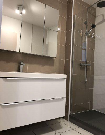 Installation d'une salle de bain finie à Meylan en Isère par Renov'isol
