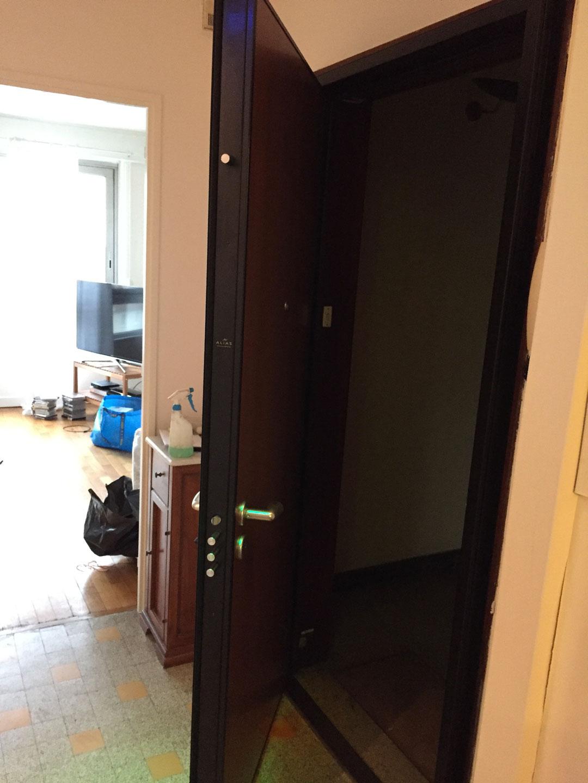 Changement d'une porte blindée pour un appartement à Crolles en Isère par Renov'isol