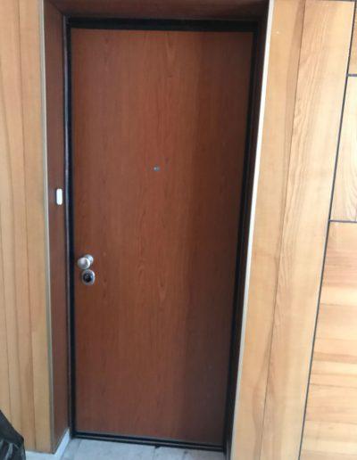 Installation d'une porte blindée pour un appartement à Crolles en Isère par Renov'isol