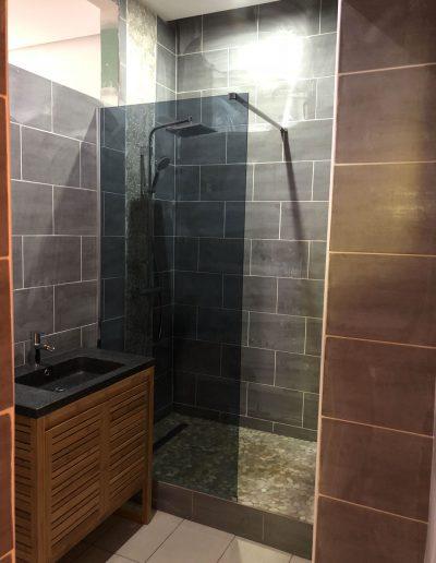 Installation-d-une-salle-de-bain-pour-un-appartement-a-fontaine-en-Isere-par-renovisol