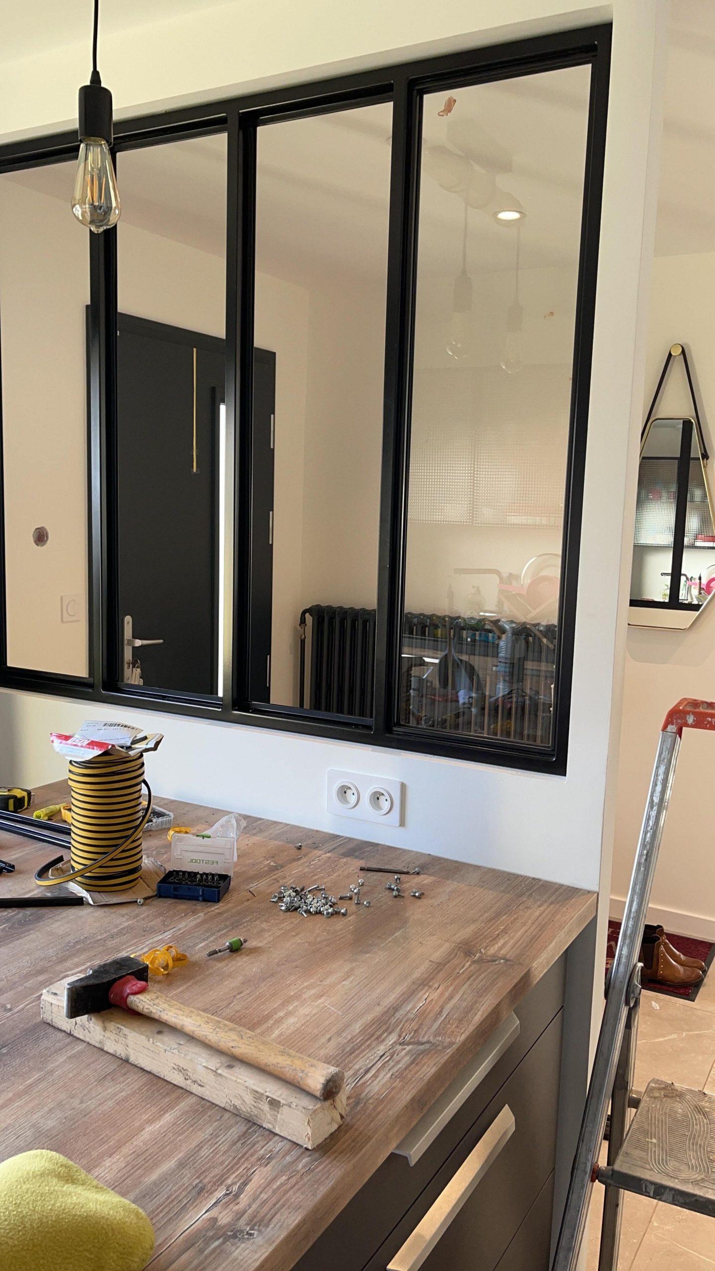 Création d'une cloison séparatrice verrière d'une cuisine et d'un séjour à Muret par Renov'isol